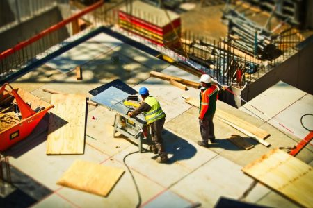 construction-workers-in-the-construction-business-expansion