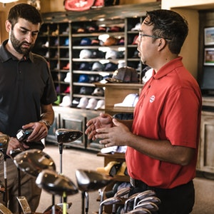 employee in retail store find fulfilling work