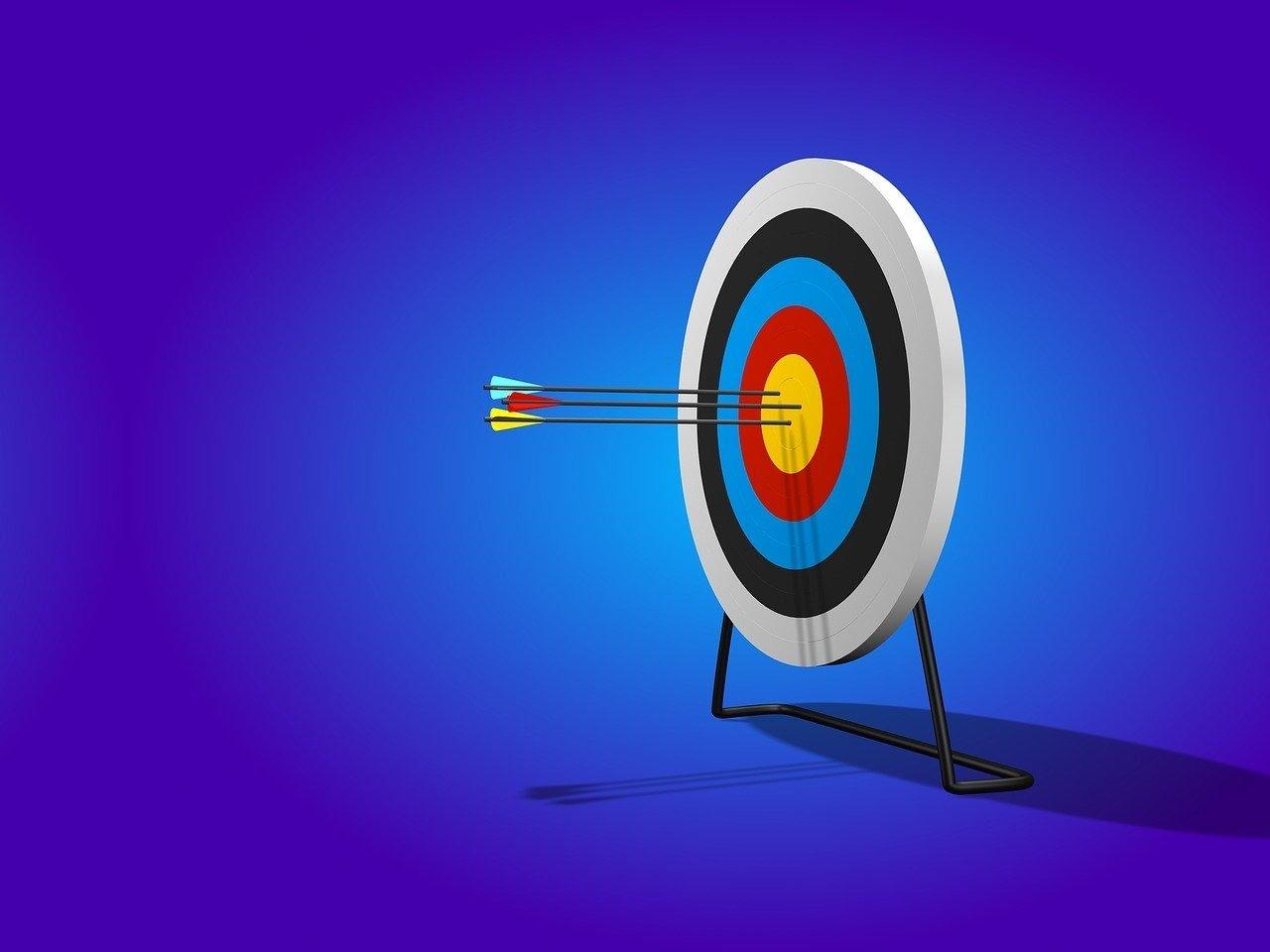 arrow-target-range-bullseye-sport-how to manage a team remotely