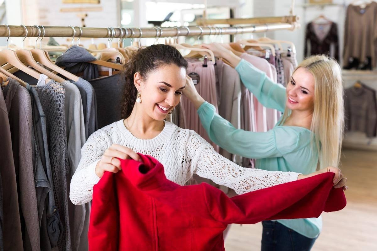 two women looking at clothing market watch corona lockdown shopping